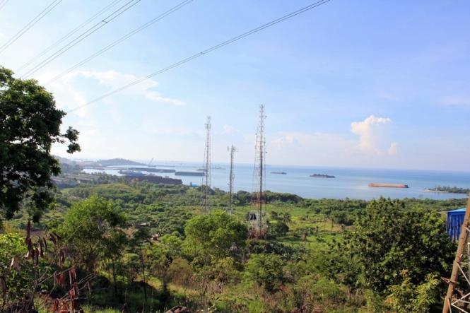 view dari atas bukit sutet