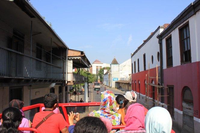 bus semar jawi menyajikan citra visual bangunan kolonial